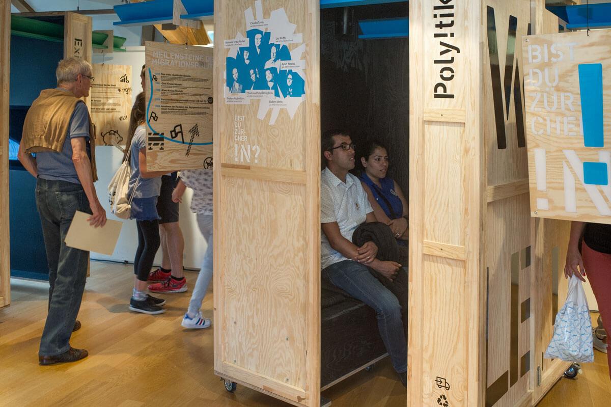 Ausstellung_Besucher!nnen_1.jpg